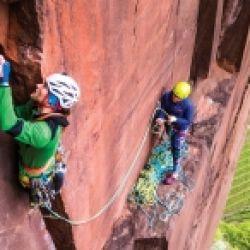 RED ROCKS. Mehrseillängen Klettern im Südtiroler Porphyr