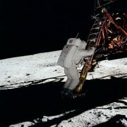 Inaugurazione: Pazzi per la Luna