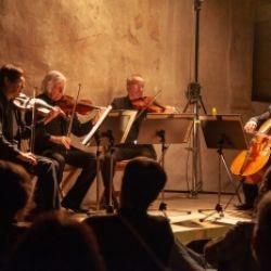 Freiluftkonzert mit dem Kreativ-Ensemble: Emozioni d'autore