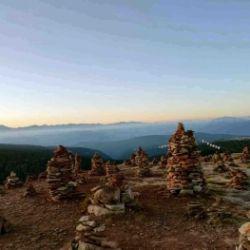 """Escursione all'alba sugli omini di pietra """"Stoanernen Mandln"""