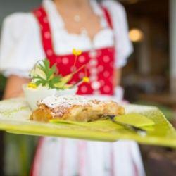 In cucina con la contadina Rosina: lo strudel di mele