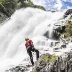Adrenalina pura - calarsi dalla cascata di Parcines