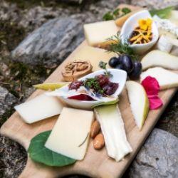 Per i buongustai: squisiti formaggi, vini e distillati