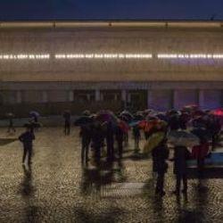 Bassorilievo monumentale in piazza del Tribunale a Bolzano